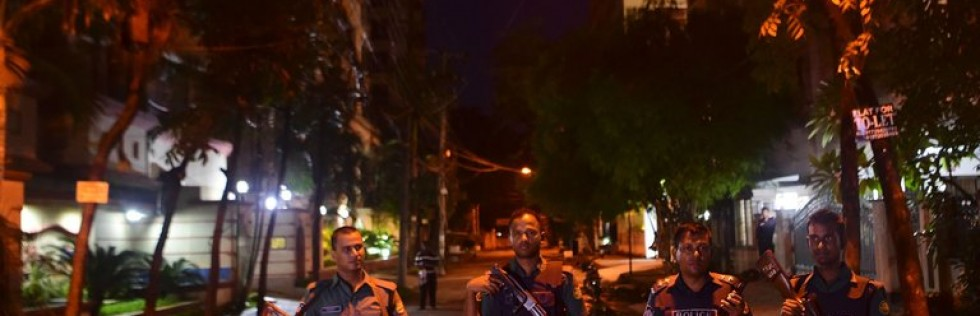 Bangladesh, Blaming Local Groups for Attacks, Seeks Suspects Tied to ISIS