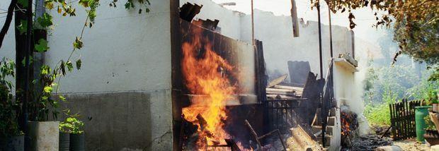 kosovo-serbhouse-burning-310
