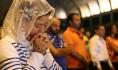 Reuters-Lebanese-Syrian-Christians-pray-photog-Hasan-Shaaban